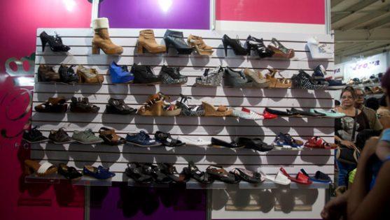 sapatos na loja