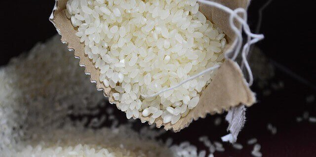 escolhendo arroz
