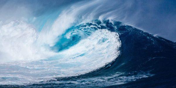 ondas gigantes no mar