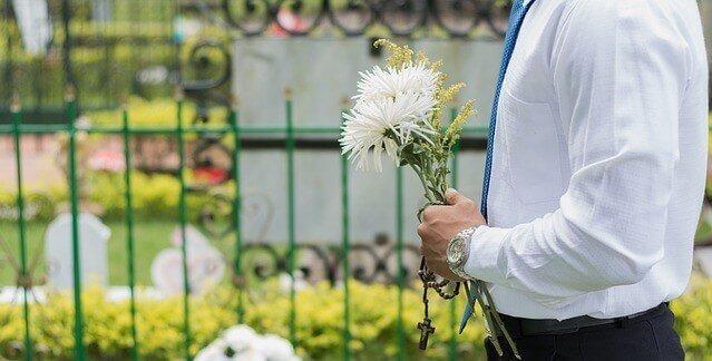 sonhar com flores no velorio