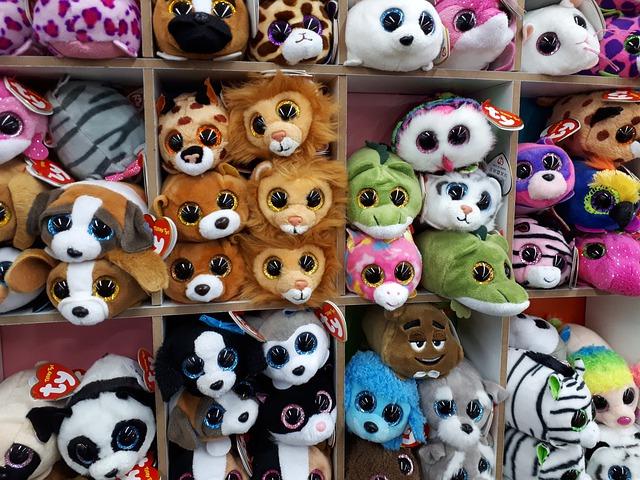 brinquedos na loja, ursinhos de pelúcia