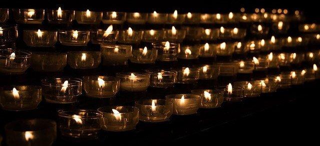 sonhar com velas no cemitério