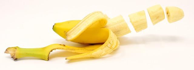 picando banana