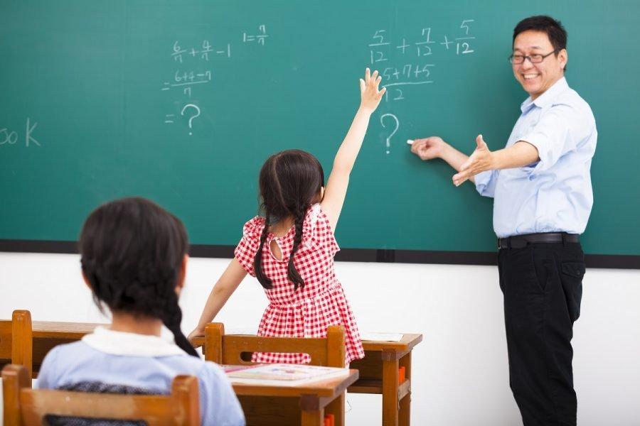 ▷ Sonhar Com Professor 【É Mau Presságio?】