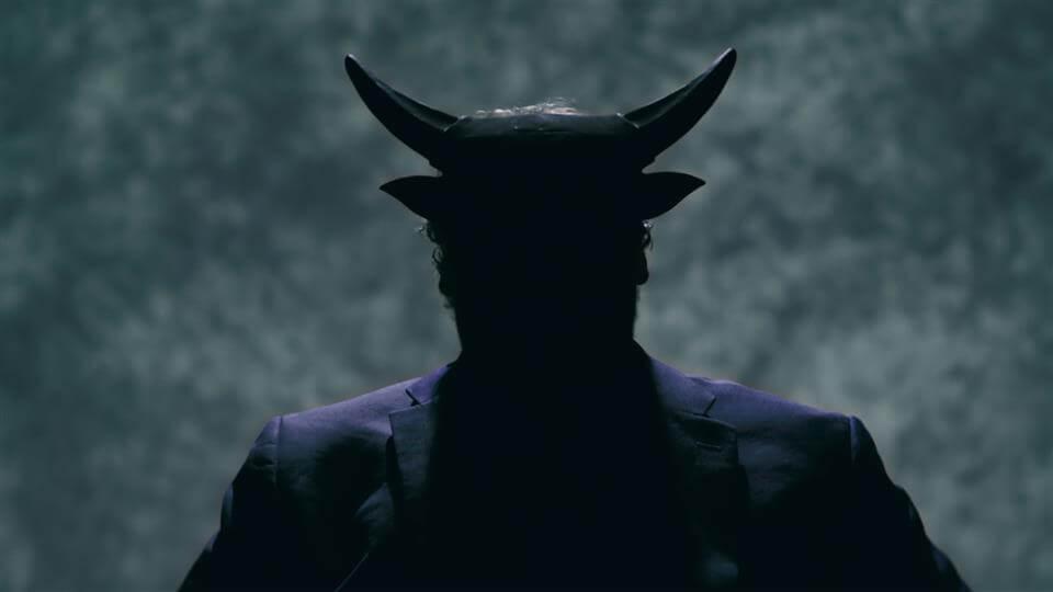 diabo saindo do inferno e indo até a terra