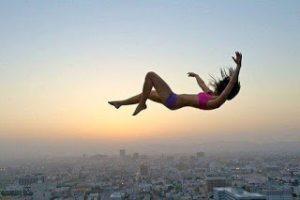 ▷ Sonhar Que Está Caindo 【É Mau Presságio?】