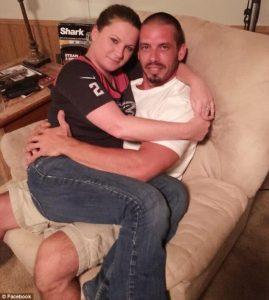 Conheça a Mulher Que Saiu do Emprego Para Amamentar o Namorado