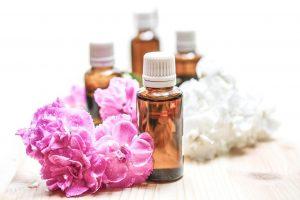 Coloque óleos essenciais na parte inferior de seus pés antes de dormir