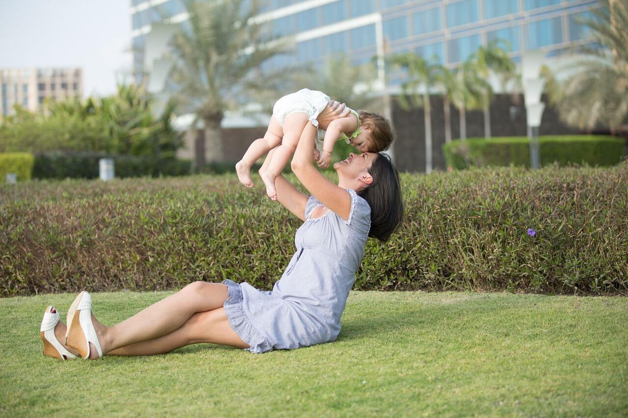 ▷ 30 Frases De Mãe Para Filha Bebezinha