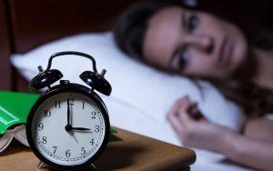Aqui Estão 7 Coisas Que Você NUNCA Deve Fazer Antes De Dormir