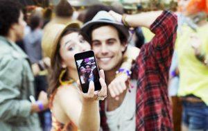 4 Razões Pelas Quais Casais Felizes Não Ficam Aparecendo Nas Redes Sociais