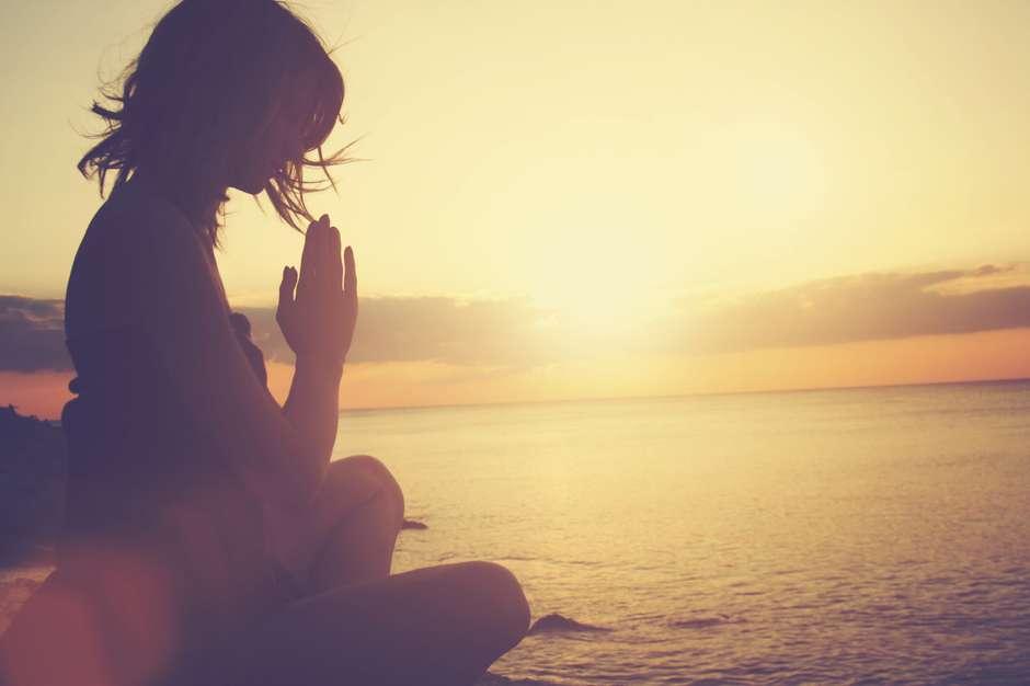 Cientistas Descobrem Que a Oração Realmente Ajuda a Melhorar Muitas Doenças