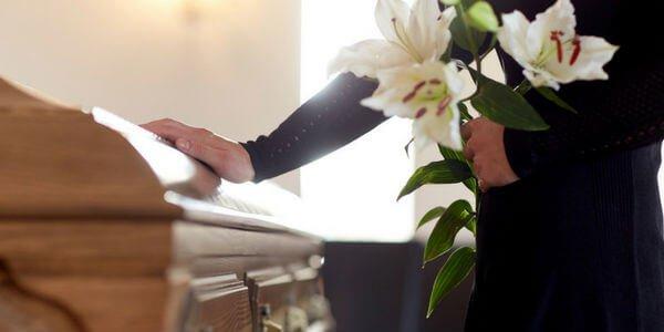 ▷ Sonhar Com Amigo Morto é Mau Presságio?