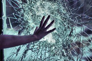 ▷ Sonhar Com Vidro Quebrado 【O que isso significa?】