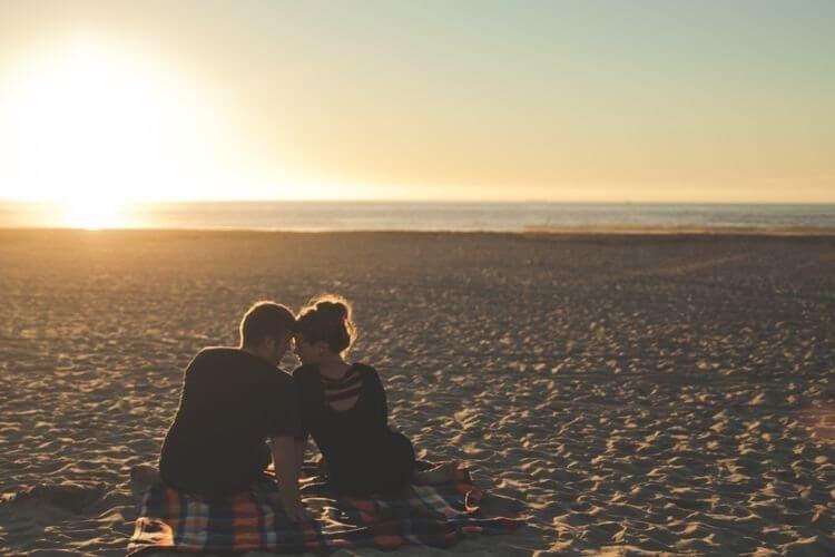 5 Sinais que indicam que uma pessoa está secretamente a fim de você