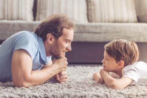 """5 Atitudes dos pais que educam """"bons"""" filhos de acordo com Harvard"""