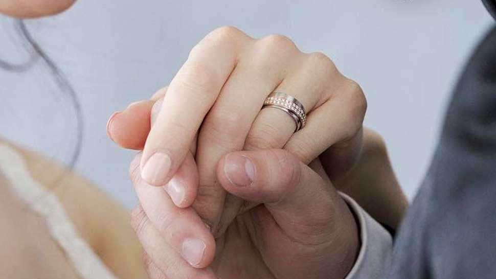 pedido de casamento de homem e mulher