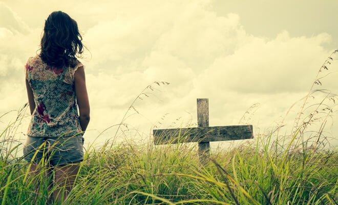 ▷ Sonhar Com Amigo ou Amiga Que Já Morreu 【6 Significados Reveladores】