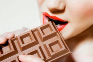 ▷ Sonhar Com Chocolate 【14 Significados Reveladores】