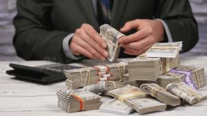 ▷ Sonhar Contando Dinheiro 【11 Significados Reveladores】