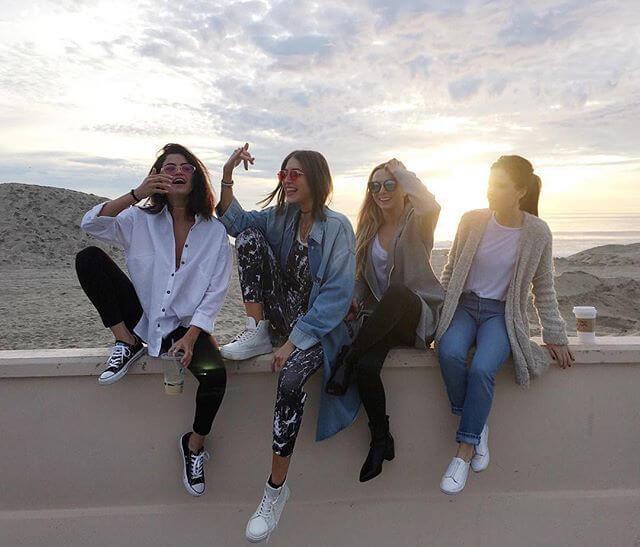 quatro amigas felizes