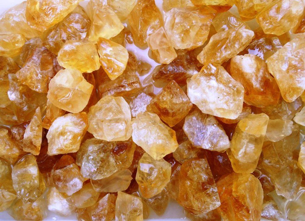 citrino várias pedras preciosas juntas