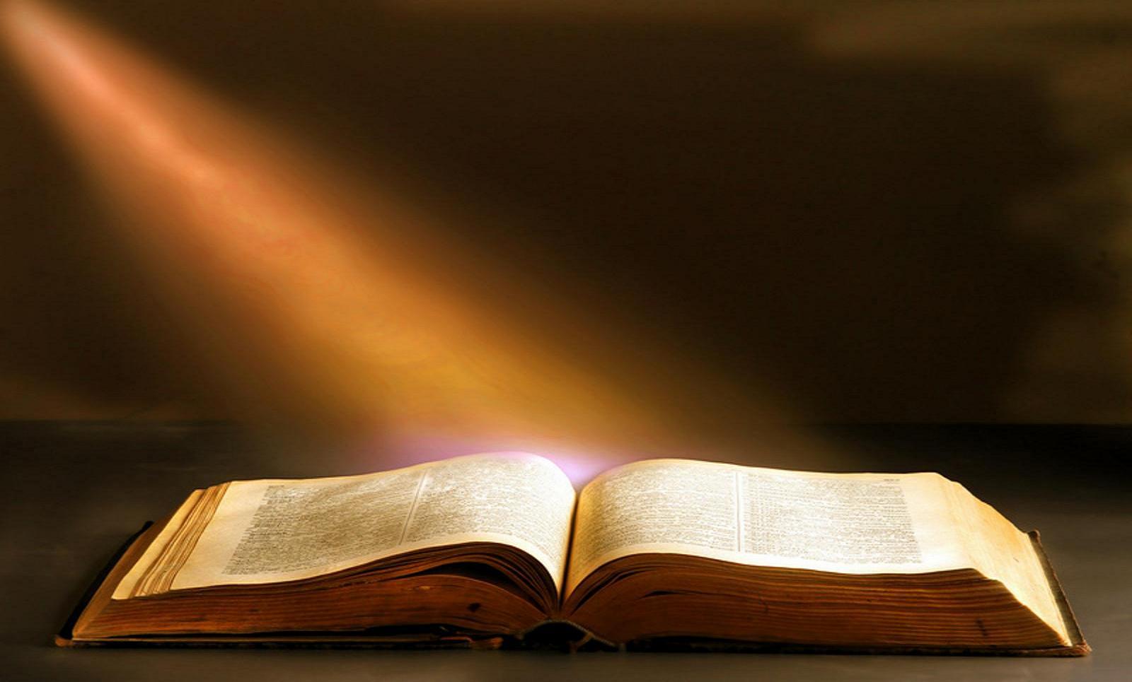 ▷ Sonhar Com Bíblia Sagrada é Bom Presságio?