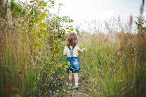 ▷ Sonhar Com Criança Perdida 【7 Significados Reveladores】