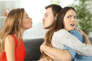 ▷ Sonhar Com Marido Beijando Outra 【É Um Sinal?】