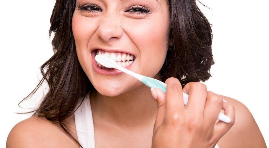 ▷ Sonhar Escovando Os Dentes é Mau Presságio?