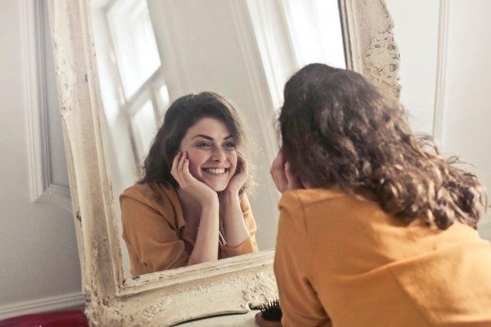 ▷ Sonhar Comprando Espelho – Significa Sorte?