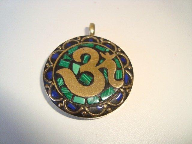 pingente amuleto da sorte com o Símbolo Om