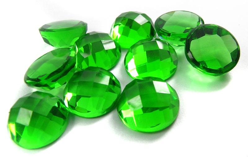 foto da pedra preciosa turmalina verde