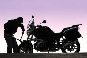 ▷ Sonhar Com Roubo De Moto 【É Mau Presságio?】
