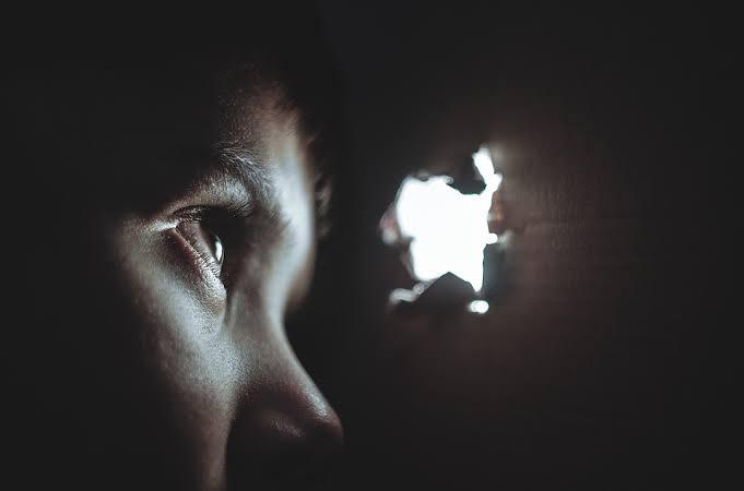 ▷ Sonhar Se Escondendo Significa Sorte?