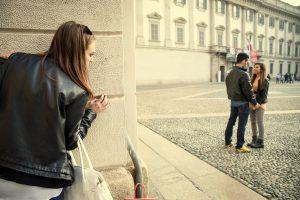 8 Sinais típicos de que seu parceiro pode estar te traindo