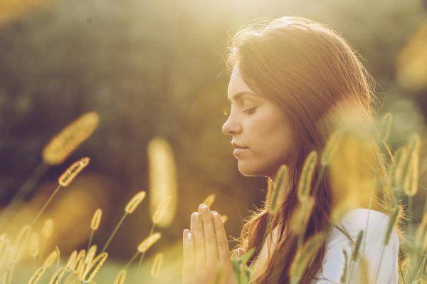 ▷ 10 Orações Do Meio Dia Para Ganhar Ânimo e Bençãos