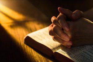▷ 10 Orações Para Se Livrar Do Mal (Garantido)