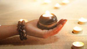 ▷ Simpatia Da Vela Invertida Para Mudar Pensamento (PASSO A PASSO)