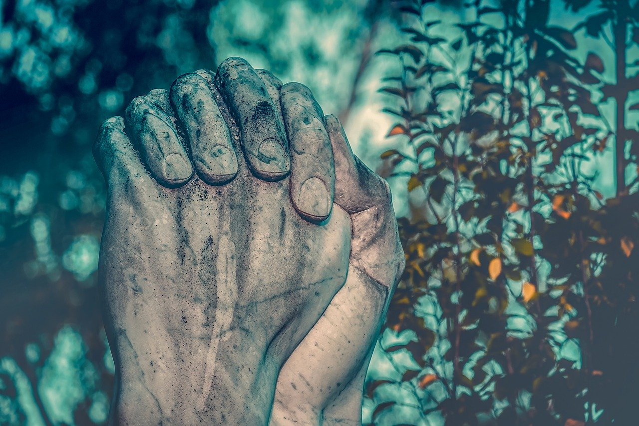 ▷ 6 Orações Do Credo Forte Para Trazer Amor De Volta