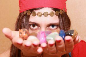 ▷ 10 Orações Da Cigana Da Estrada (As Mais Poderosas)