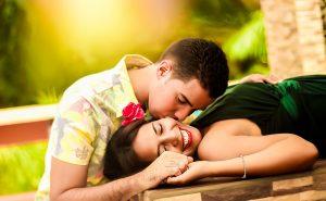 ▷ 21 Brincadeiras Para Casal Que Melhoram o Relacionamento