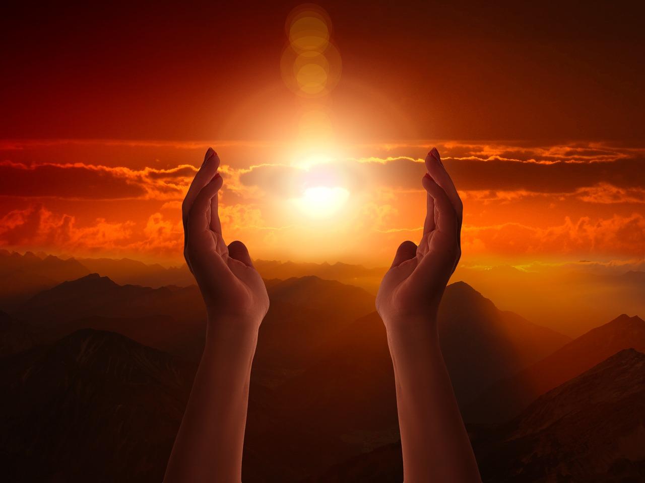 ▷ 10 Orações De Gratidão – Retribua Todo o Amor