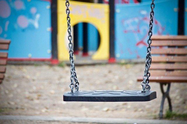 balanço vazio no parque