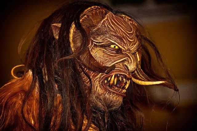monstro demônio com o rosto deformado