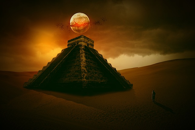 lua sob uma pirâmide a noite