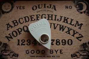 Read more about the article O Que Significa Sonhar Com Tabuleiro Ouija?
